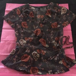 Printed top/blouse in size Small NWOT